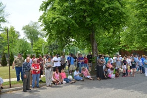 FarmStandCrowd 2015.May 16 (4)
