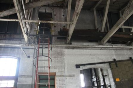 3rd floor-ladder to roof